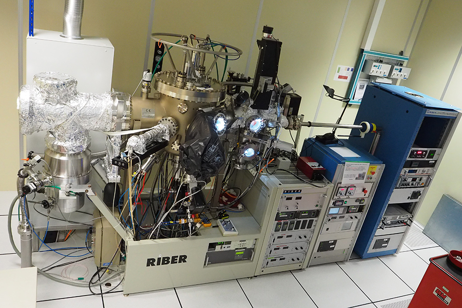 The Riber Compact 21 MBE chamber dedicated to graphene/hBN epitaxy, an overview.
